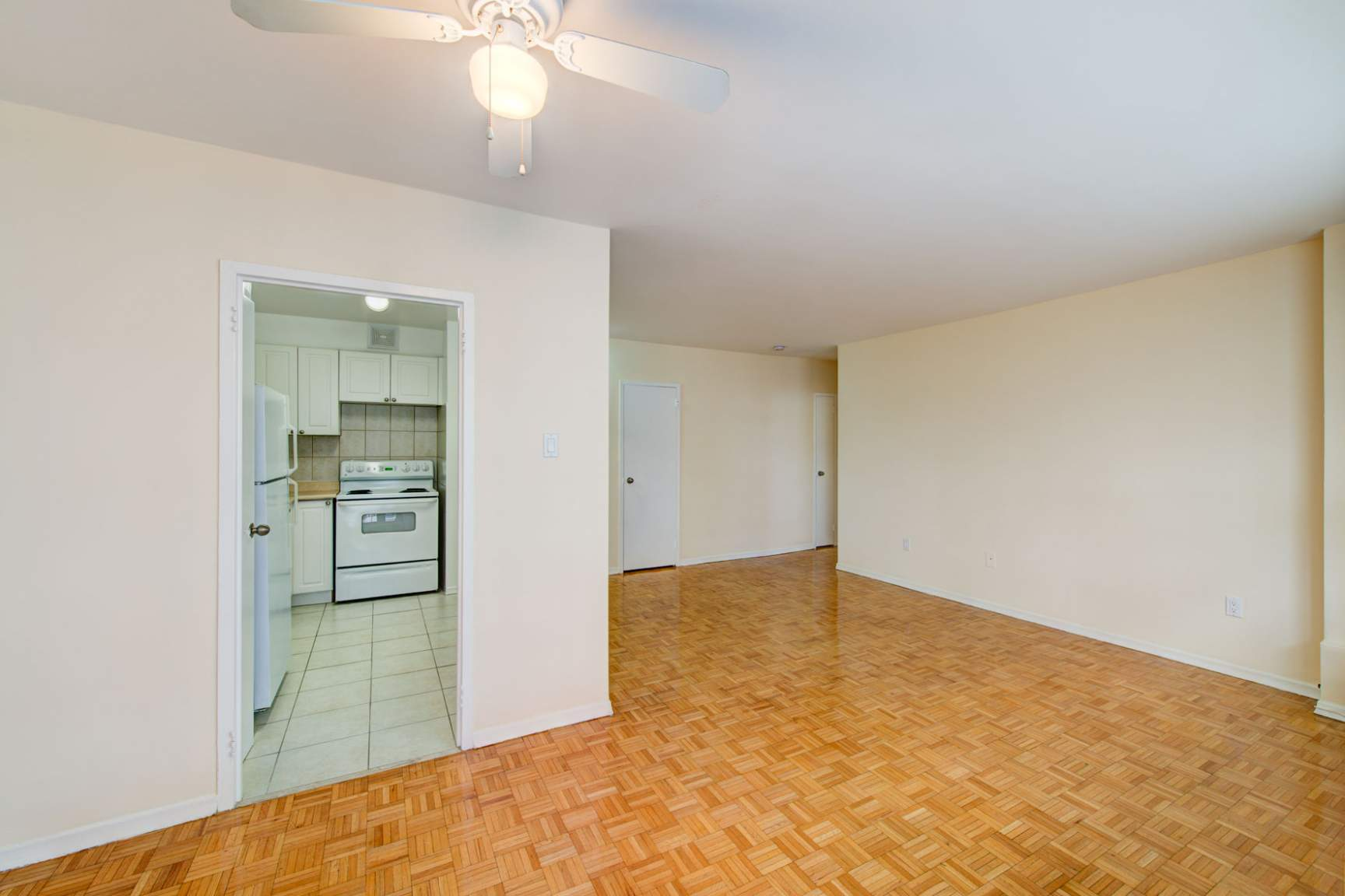 Studio / Bachelor Apartments for rent in Toronto at Redpath Tower - Photo 10 - RentersPages – L400652