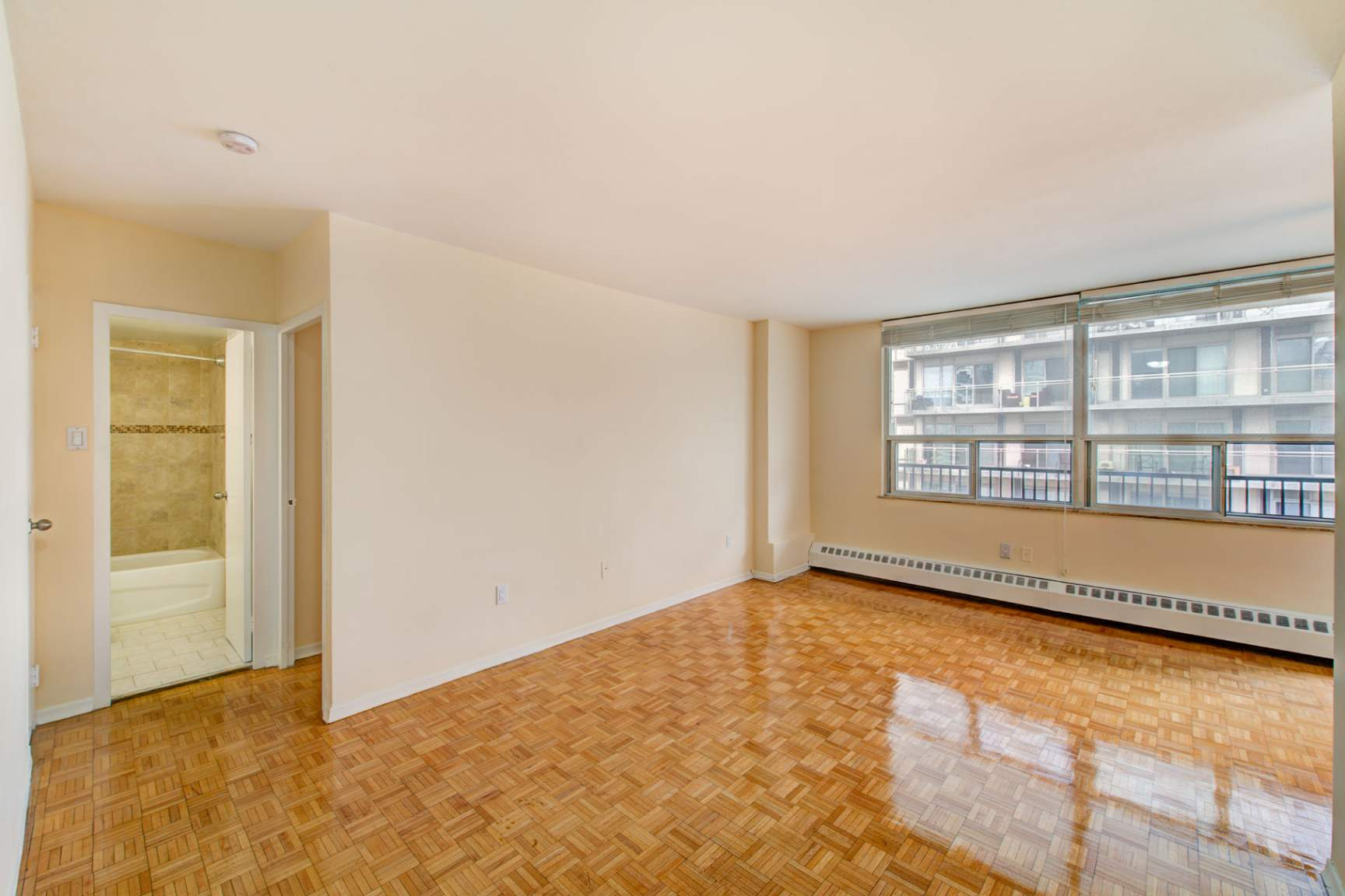 Studio / Bachelor Apartments for rent in Toronto at Redpath Tower - Photo 07 - RentersPages – L400652