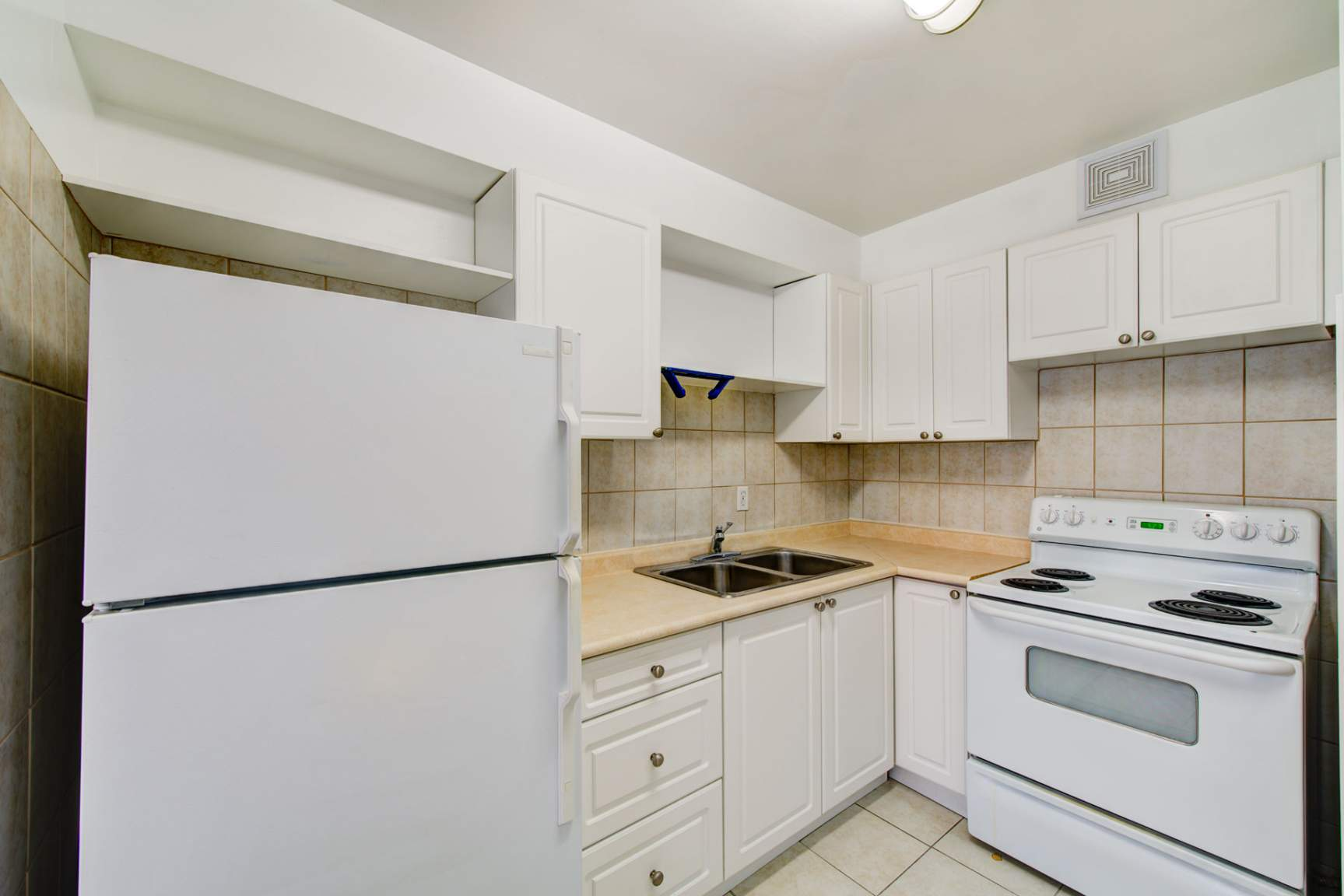 Studio / Bachelor Apartments for rent in Toronto at Redpath Tower - Photo 11 - RentersPages – L400652