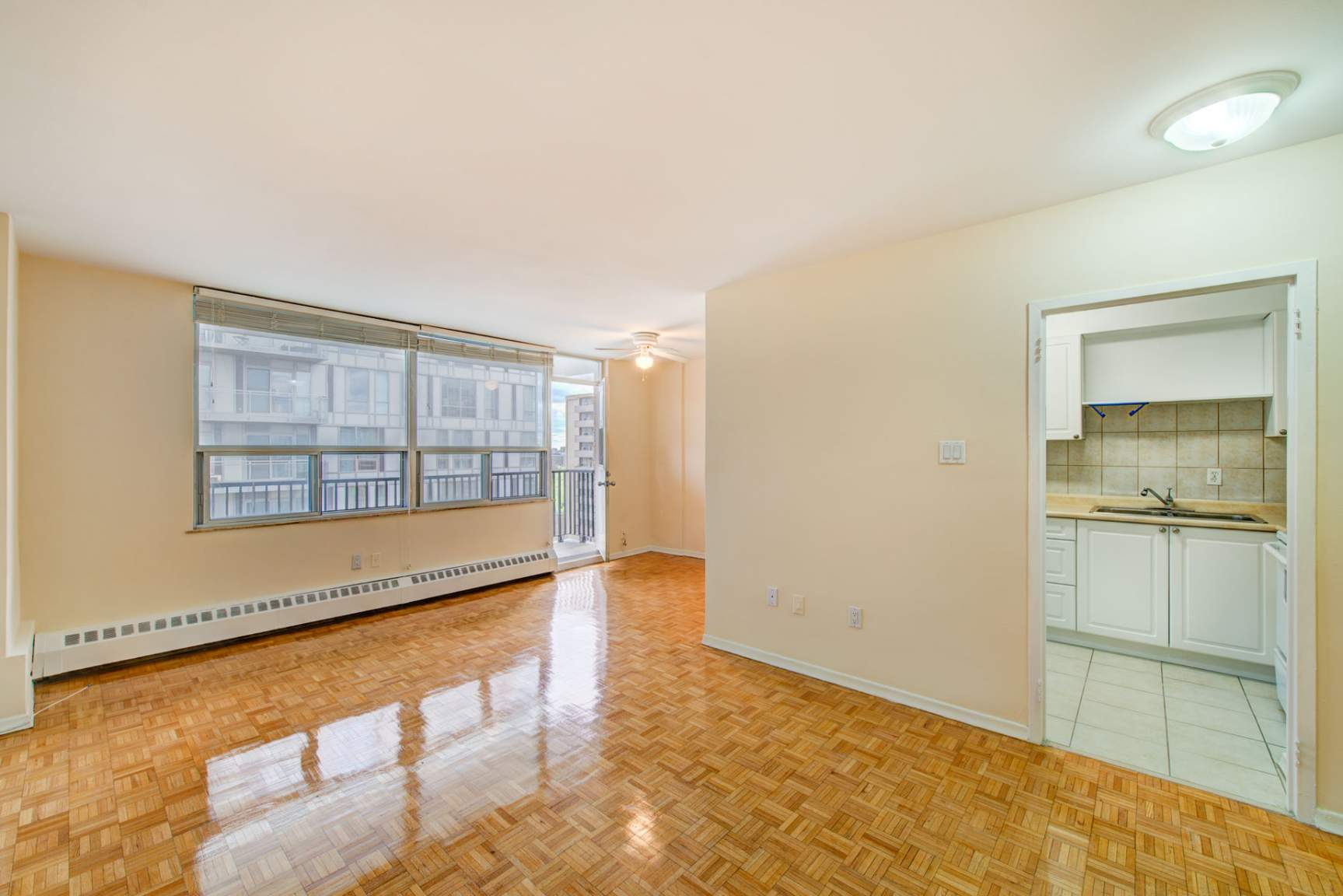 Studio / Bachelor Apartments for rent in Toronto at Redpath Tower - Photo 08 - RentersPages – L400652