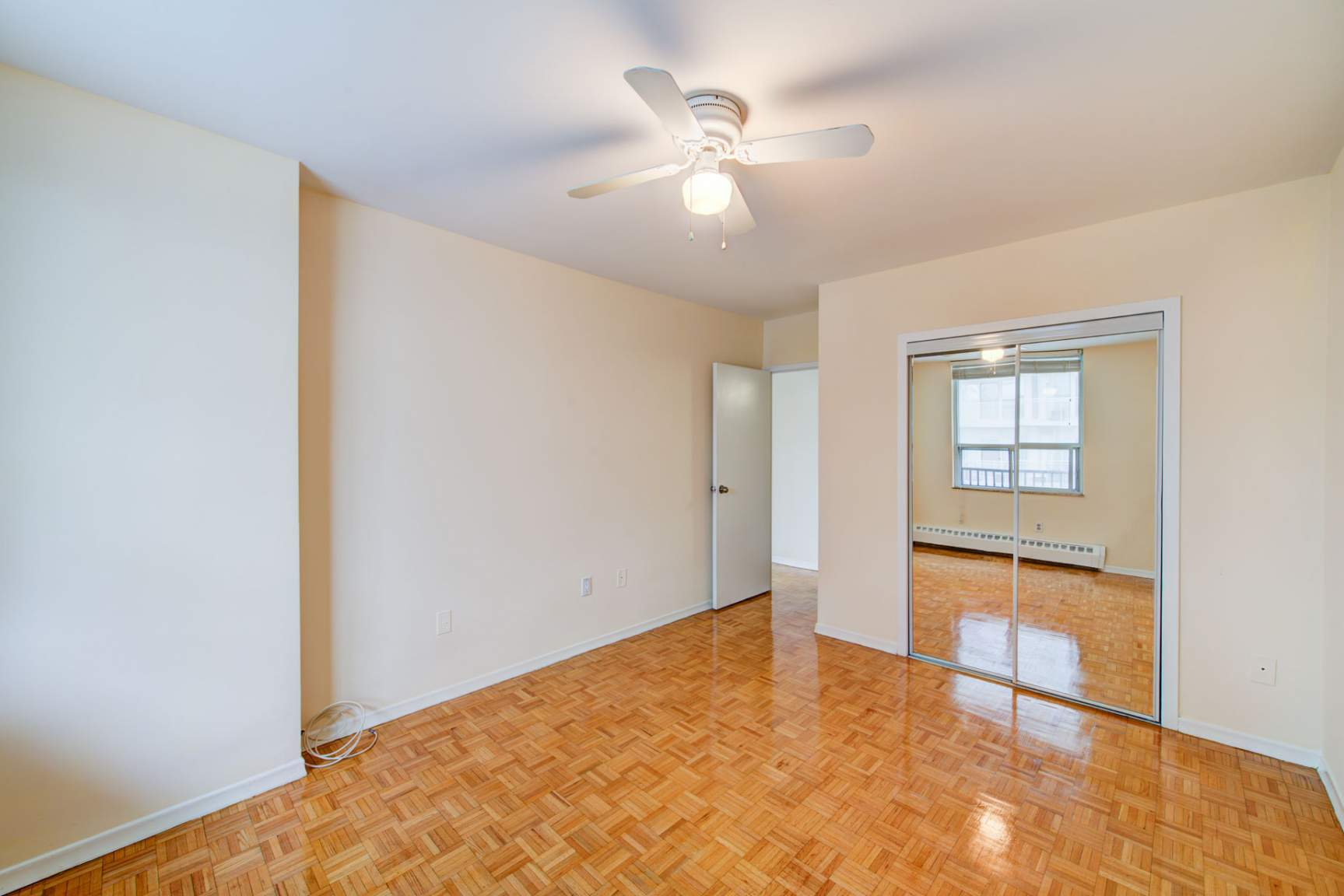 Studio / Bachelor Apartments for rent in Toronto at Redpath Tower - Photo 13 - RentersPages – L400652
