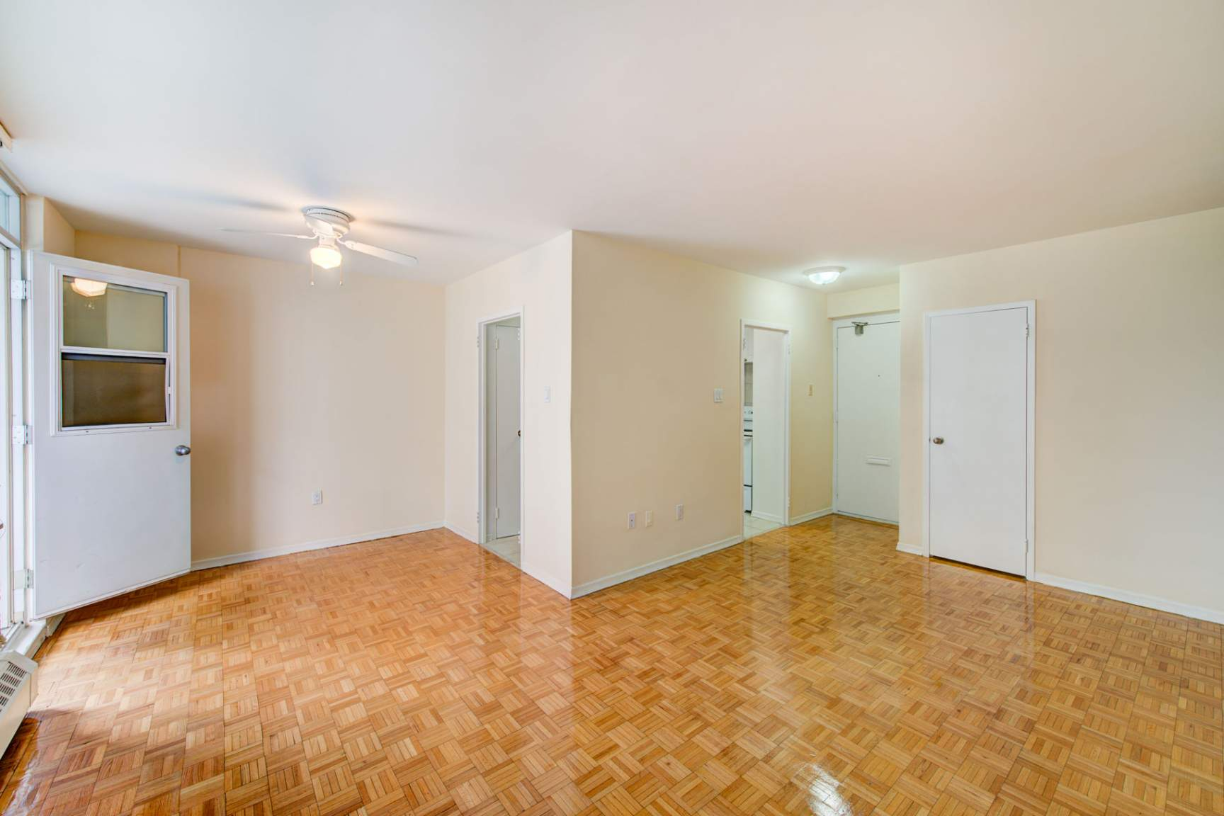 Studio / Bachelor Apartments for rent in Toronto at Redpath Tower - Photo 09 - RentersPages – L400652