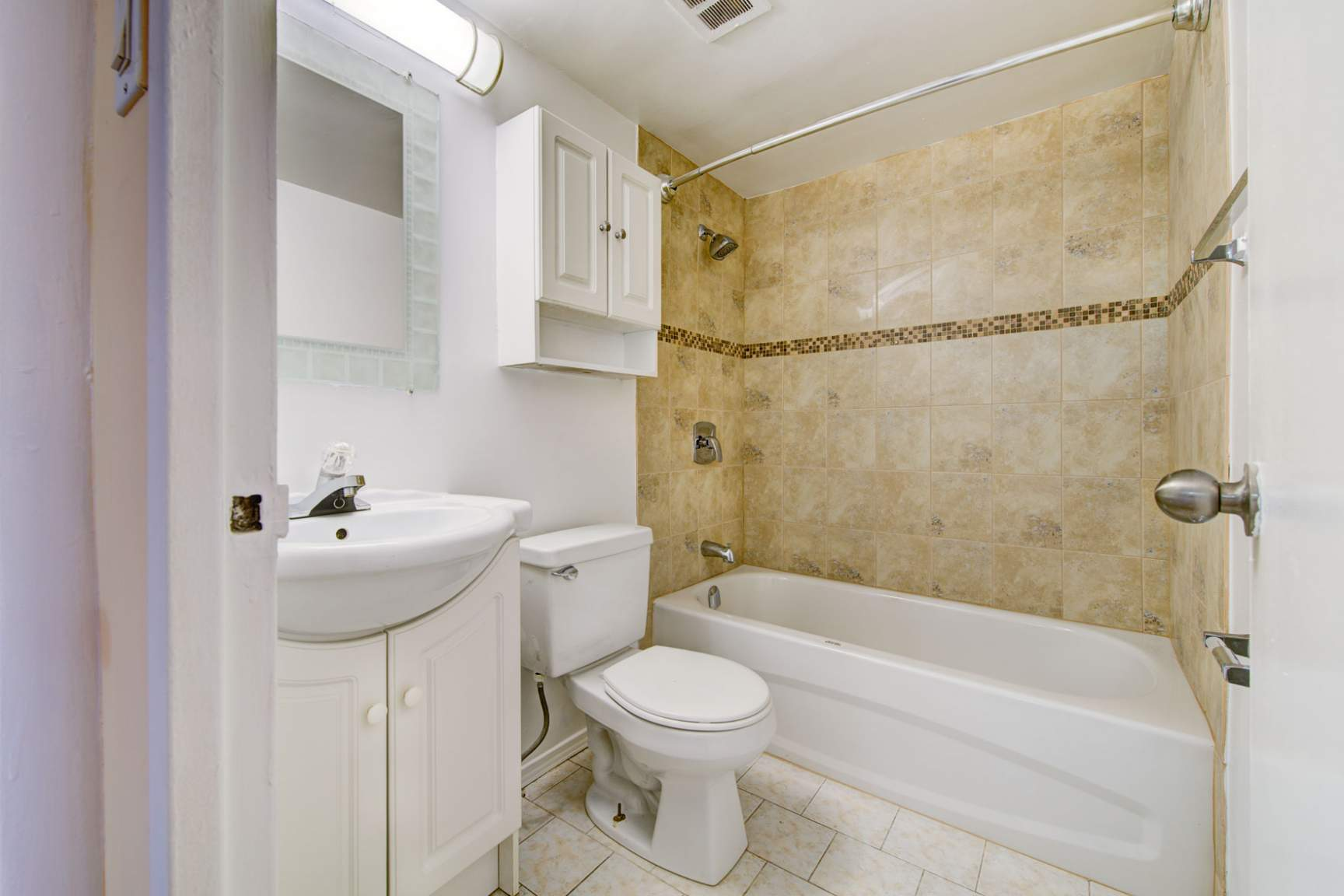 Studio / Bachelor Apartments for rent in Toronto at Redpath Tower - Photo 15 - RentersPages – L400652