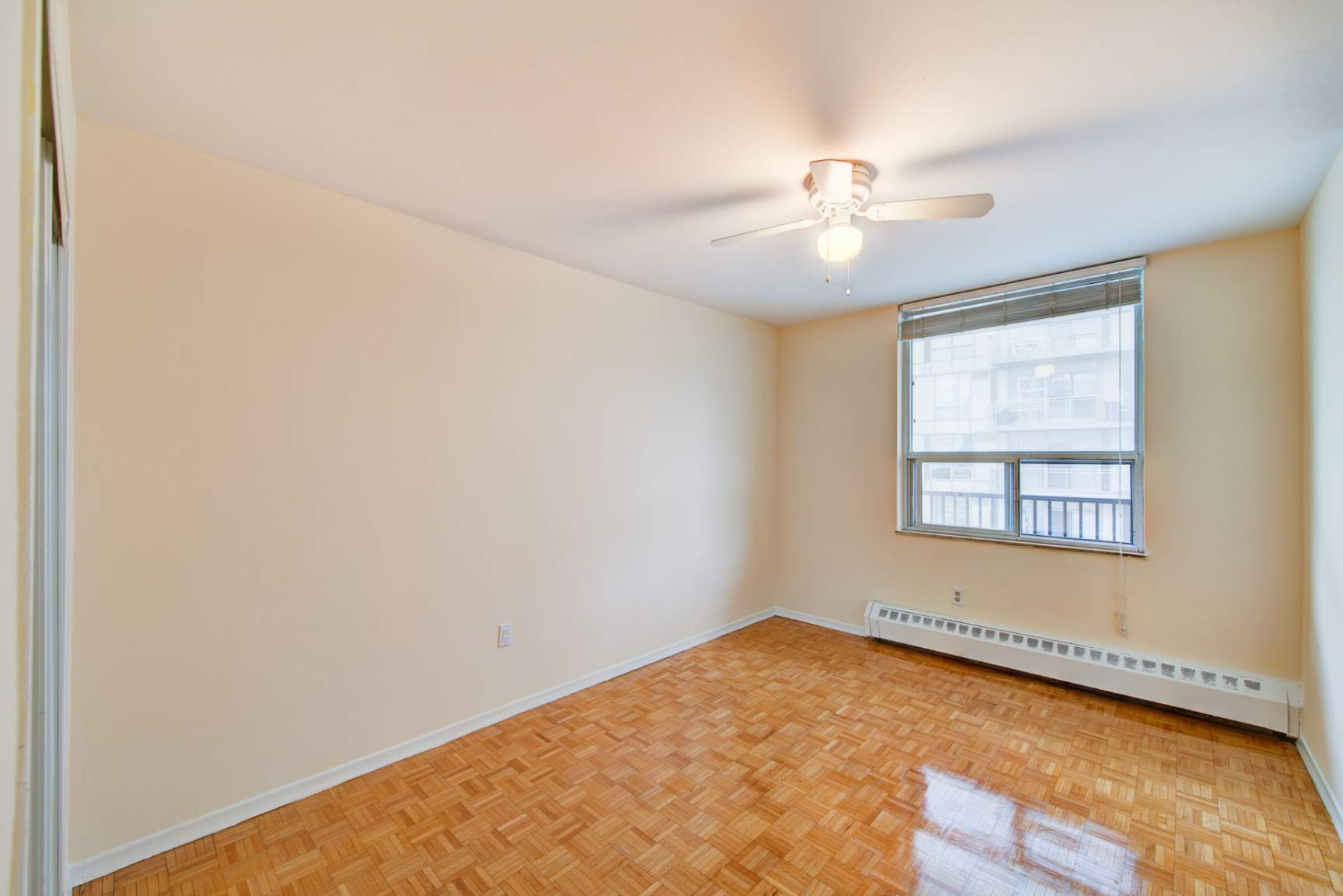 Studio / Bachelor Apartments for rent in Toronto at Redpath Tower - Photo 14 - RentersPages – L400652