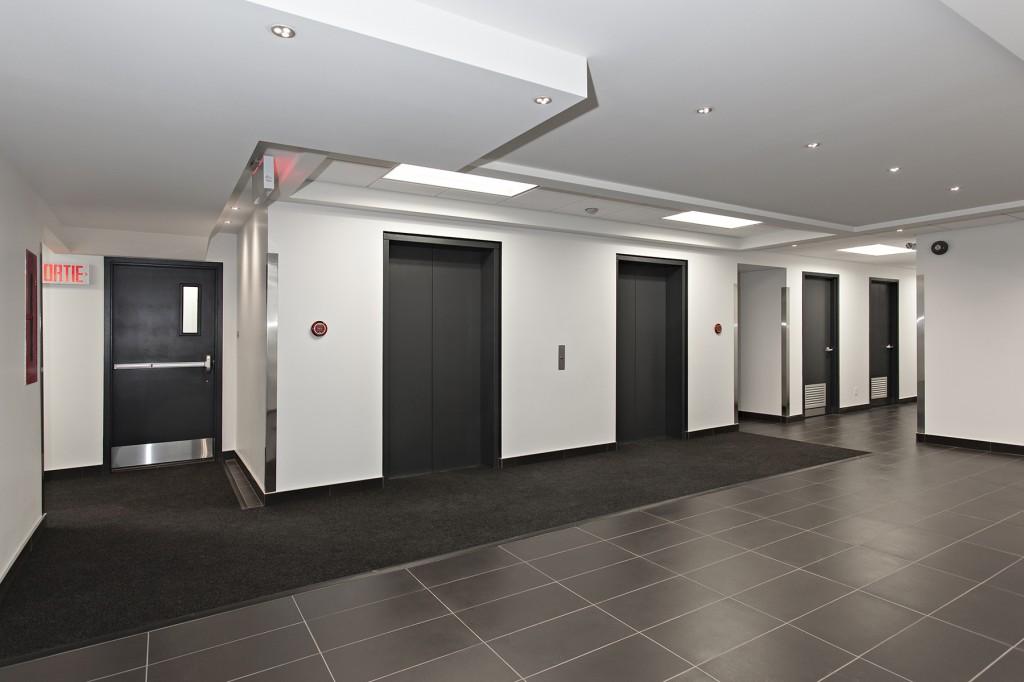 General office for rent in Ville St-Laurent - Bois-Franc at 750 Marcel Laurin - Photo 01 - RentersPages – L12788