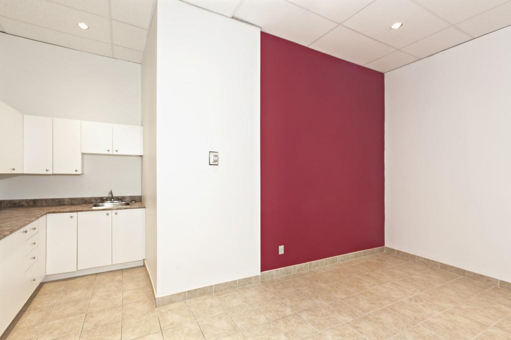 General office for rent in Ville St-Laurent - Bois-Franc at 750 Marcel Laurin - Photo 02 - RentersPages – L12788