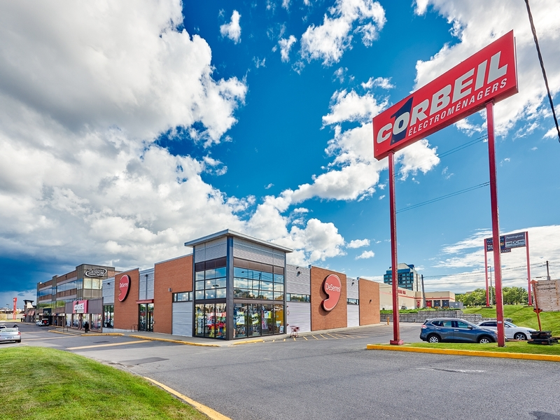 Strip mall for rent in St. Leonard at Carrefour-Carnaval-St-Leonard - Photo 01 - RentersPages – L181057