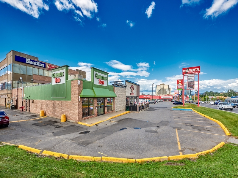 Strip mall for rent in St. Leonard at Carrefour-Carnaval-St-Leonard - Photo 02 - RentersPages – L181057