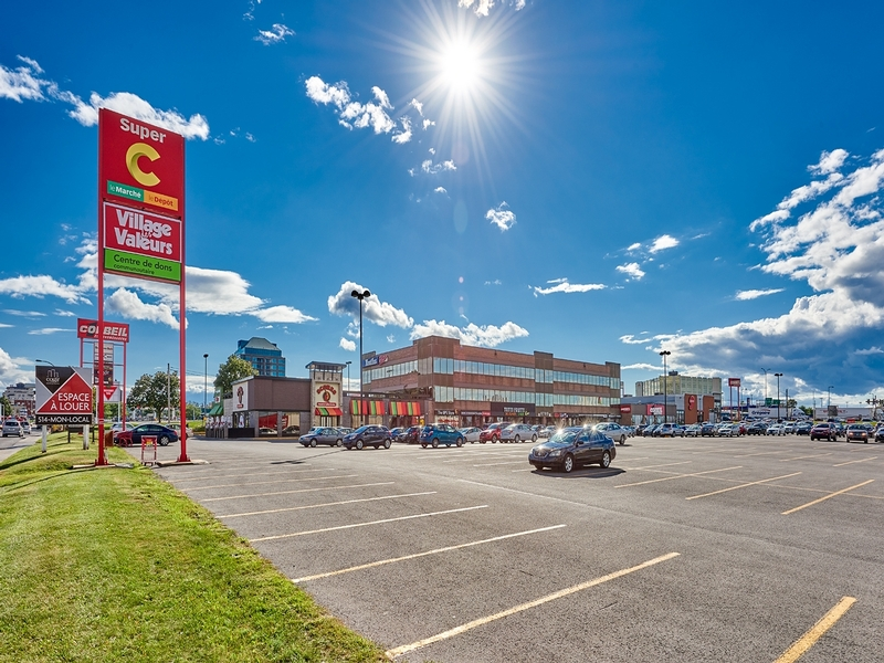 Strip mall for rent in St. Leonard at Carrefour-Carnaval-St-Leonard - Photo 03 - RentersPages – L181057