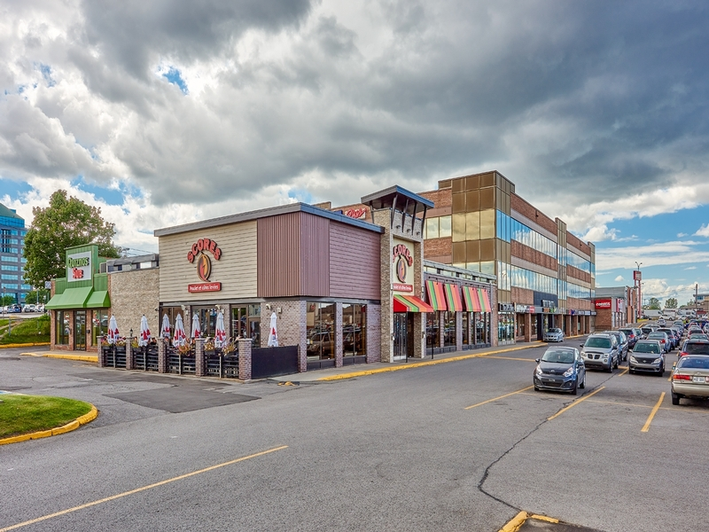 Strip mall for rent in St. Leonard at Carrefour-Carnaval-St-Leonard - Photo 04 - RentersPages – L181057