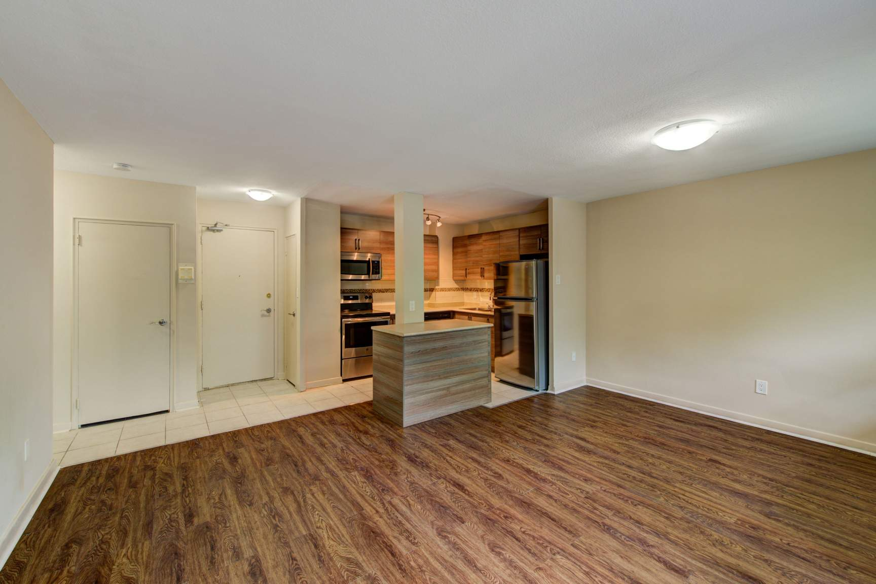 Studio / Bachelor Apartments for rent in Etobicoke at Lake Promenade Community - Photo 08 - RentersPages – L168089