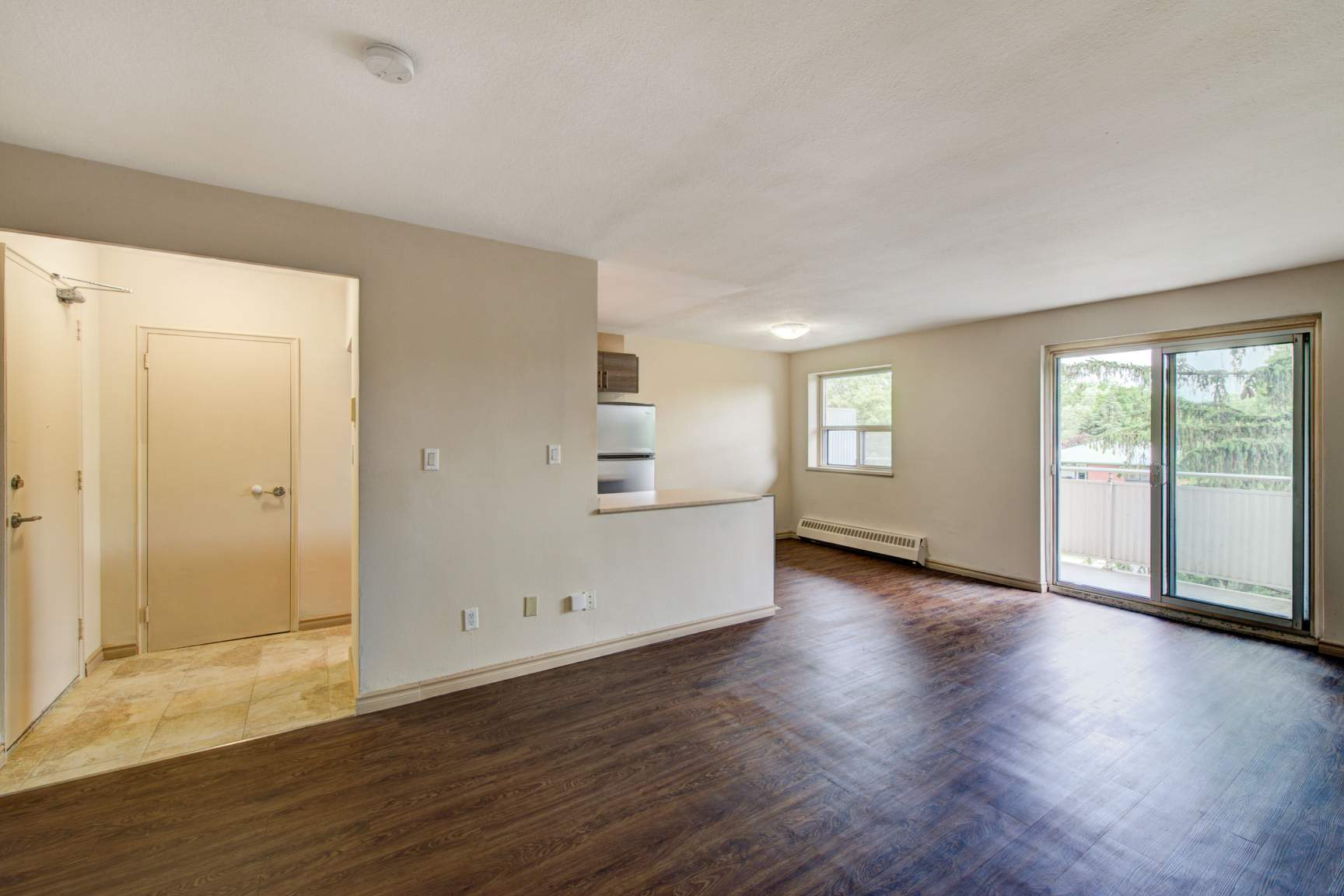 Studio / Bachelor Apartments for rent in Etobicoke at Lake Promenade Community - Photo 09 - RentersPages – L168089