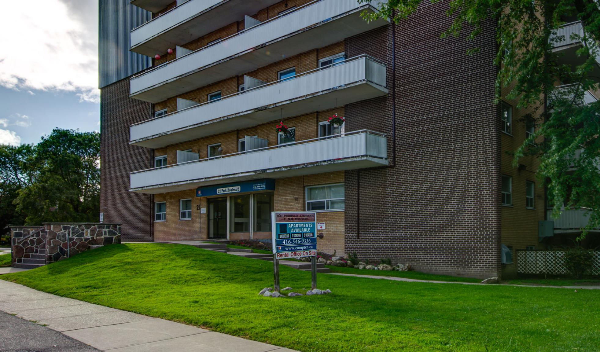 Studio / Bachelor Apartments for rent in Etobicoke at Lake Promenade Community - Photo 02 - RentersPages – L168089
