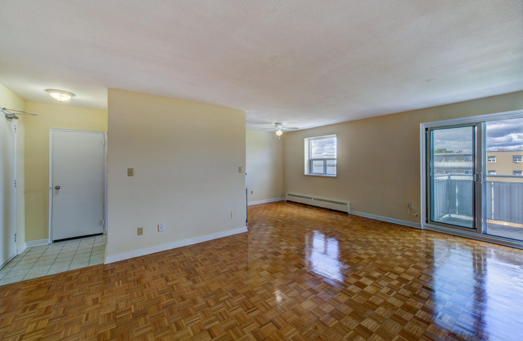Studio / Bachelor Apartments for rent in Etobicoke at Lake Promenade Community - Photo 16 - RentersPages – L168089