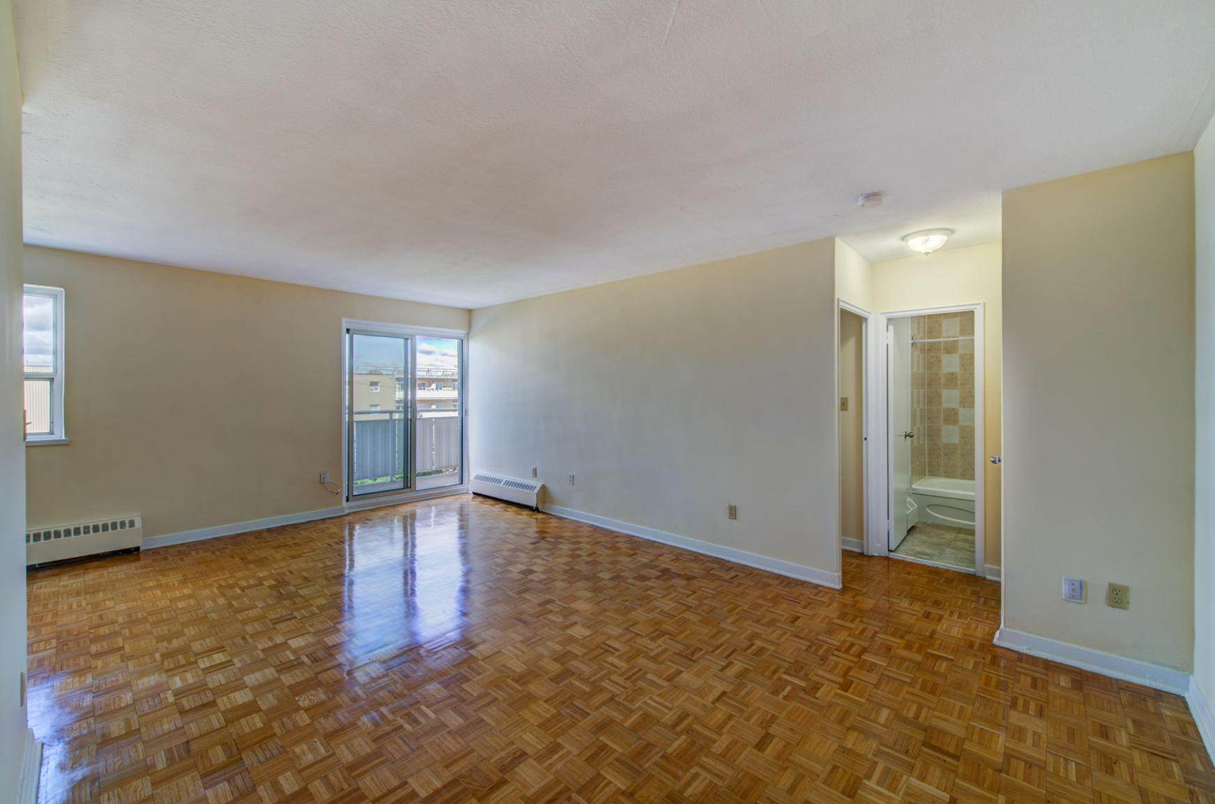 1 bedroom Apartments for rent in Toronto at Lake Promenade Community - Photo 15 - RentersPages – L140453