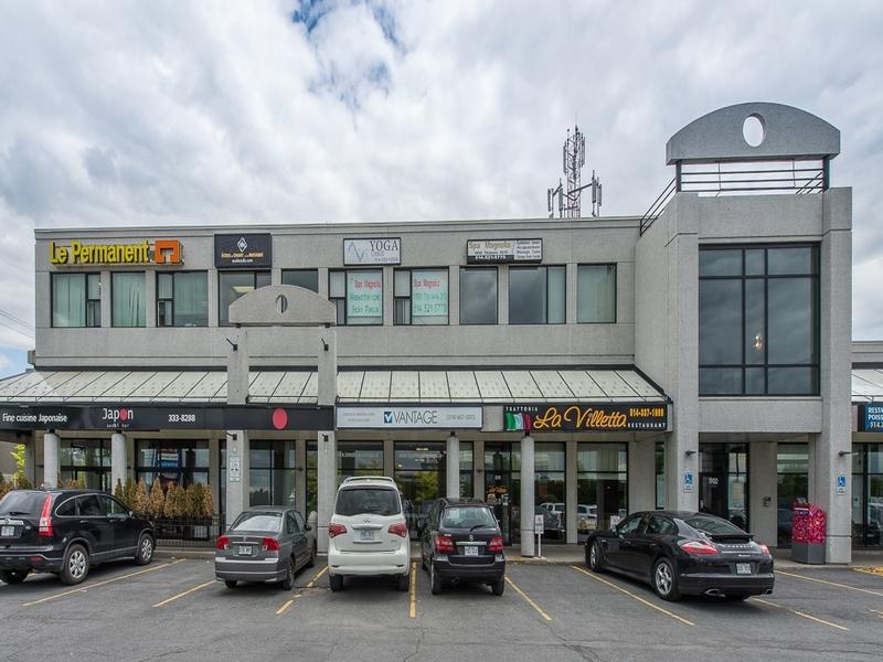 Strip mall for rent in Ville St-Laurent - Bois-Franc at Promenades-Thimens-Retail-space - Photo 03 - RentersPages – L181032