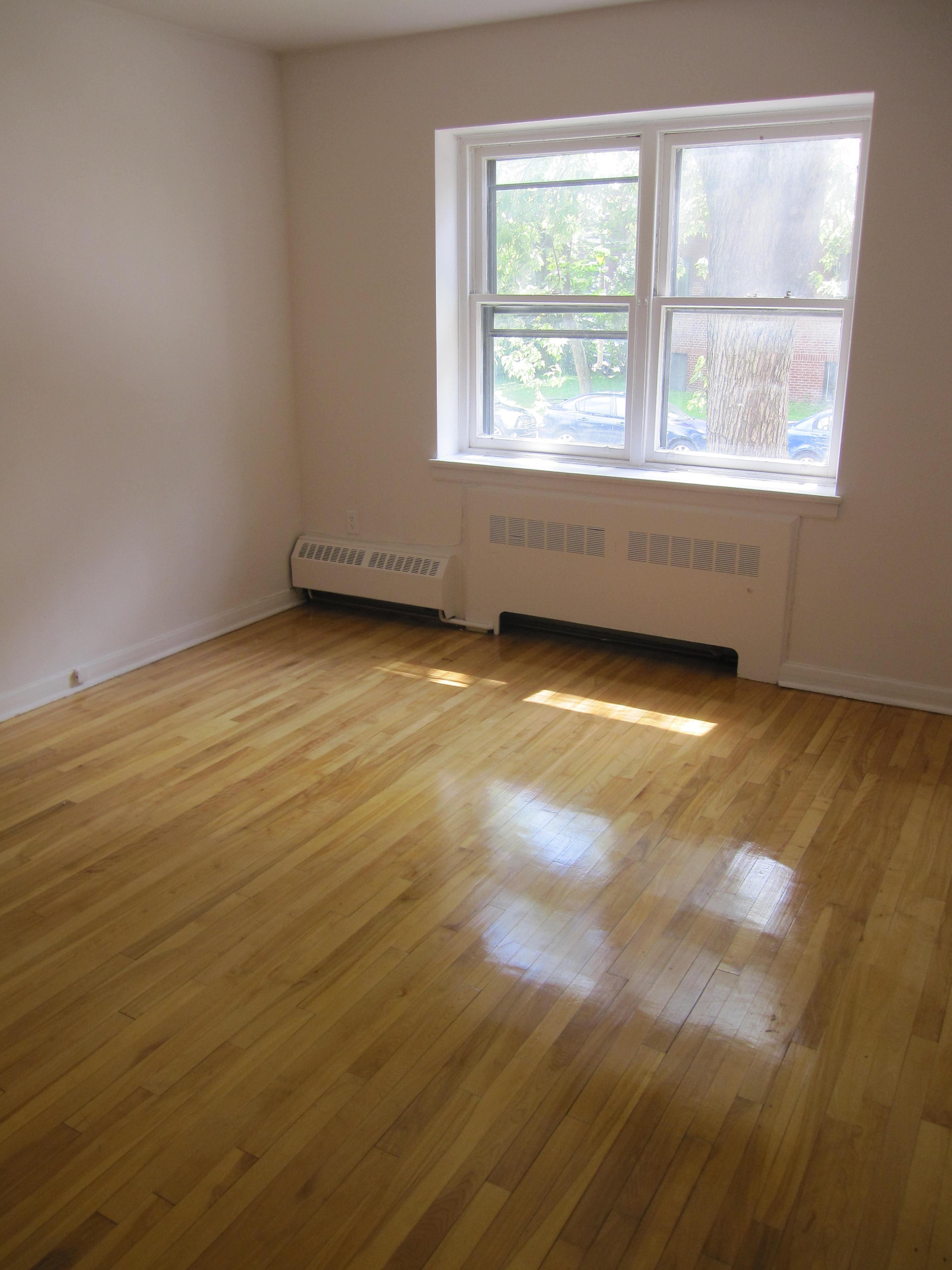2 bedroom Apartments for rent in Notre-Dame-de-Grace at 4635 Clanranald - Photo 02 - RentersPages – L23639