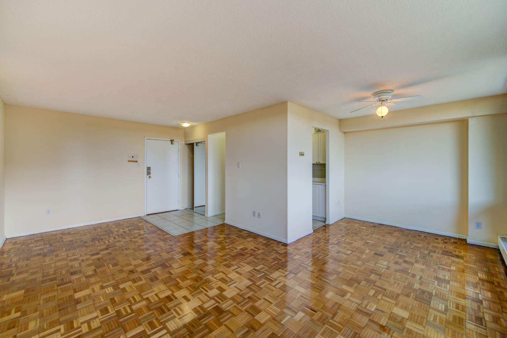 1 bedroom Apartments for rent in Mississauga at Royal Tower - Photo 10 - RentersPages – L138874