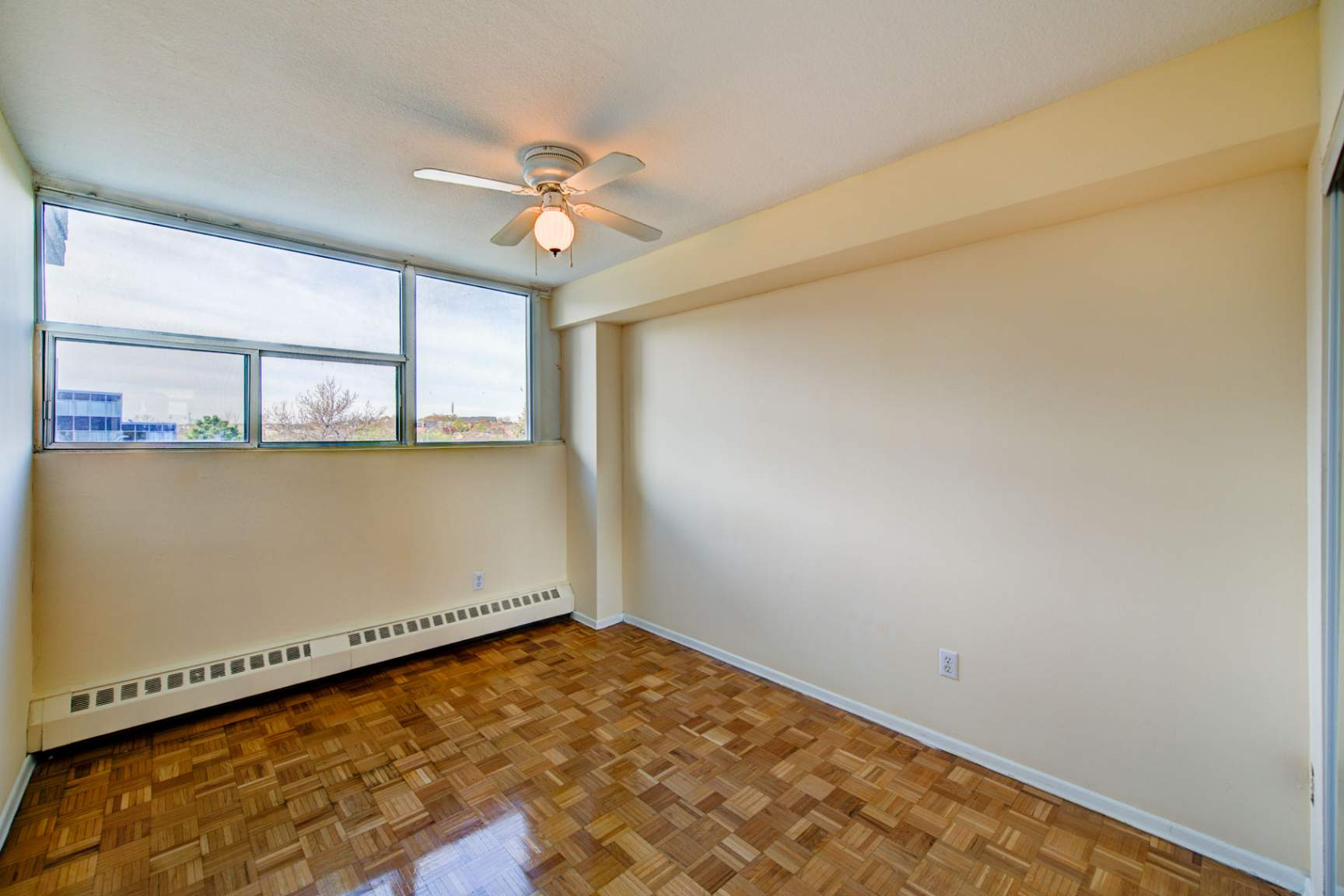 1 bedroom Apartments for rent in Mississauga at Royal Tower - Photo 13 - RentersPages – L138874