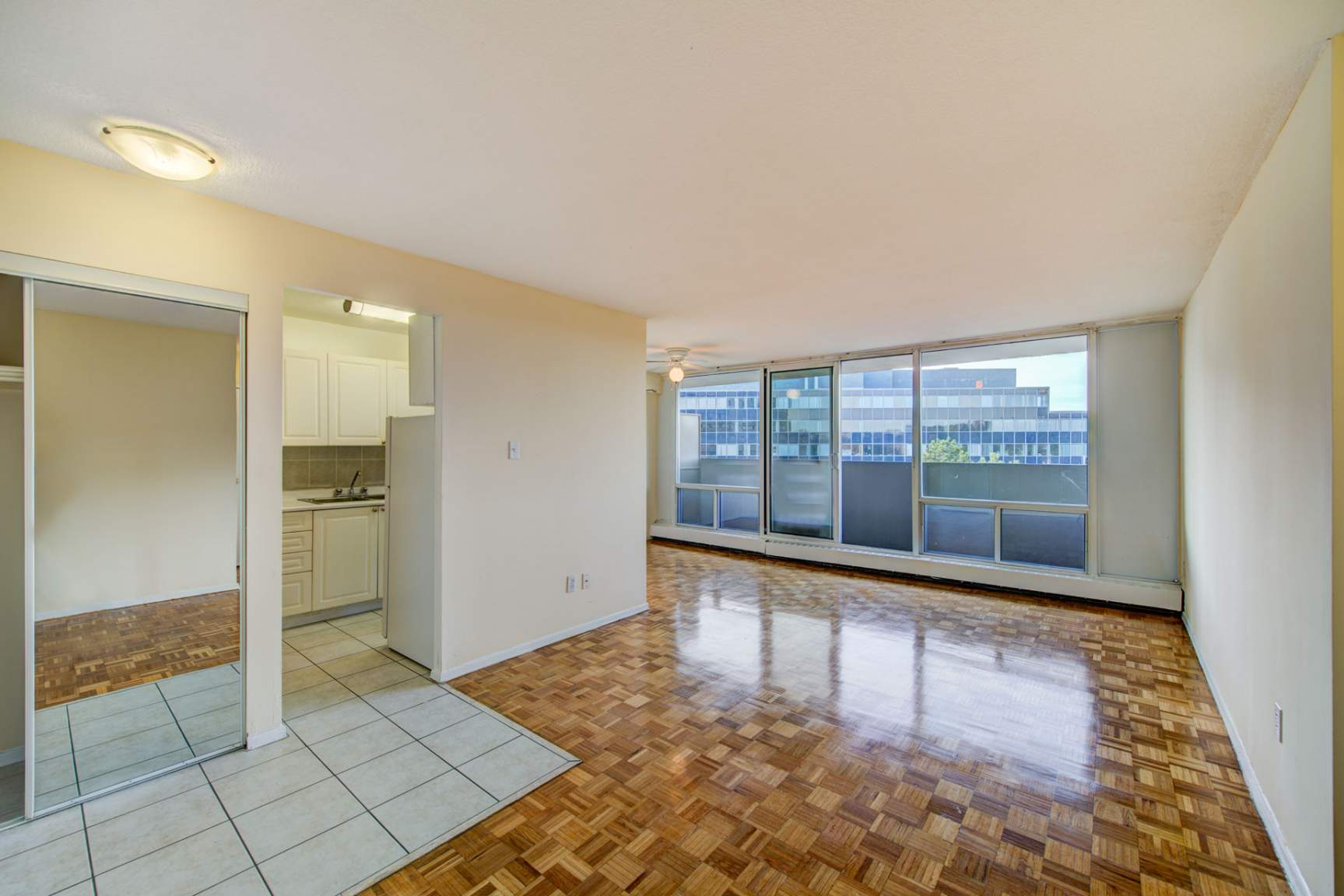 1 bedroom Apartments for rent in Mississauga at Royal Tower - Photo 09 - RentersPages – L138874
