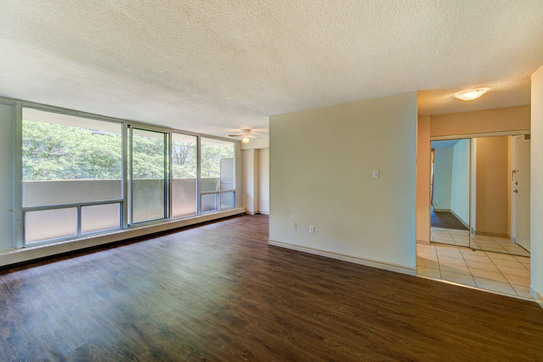 1 bedroom Apartments for rent in Mississauga at Embassy Apartments - Photo 15 - RentersPages – L138718