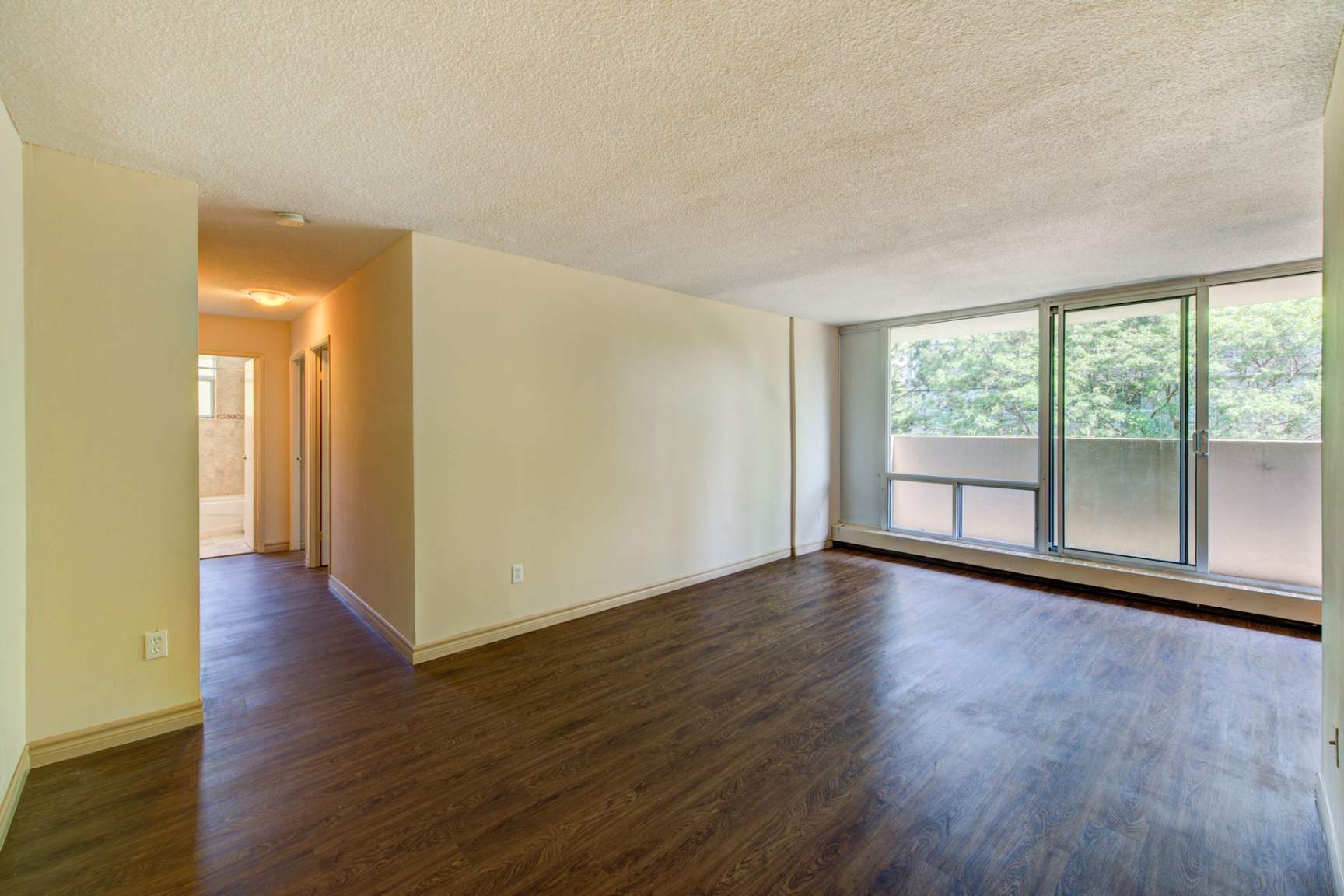 1 bedroom Apartments for rent in Mississauga at Embassy Apartments - Photo 14 - RentersPages – L138718