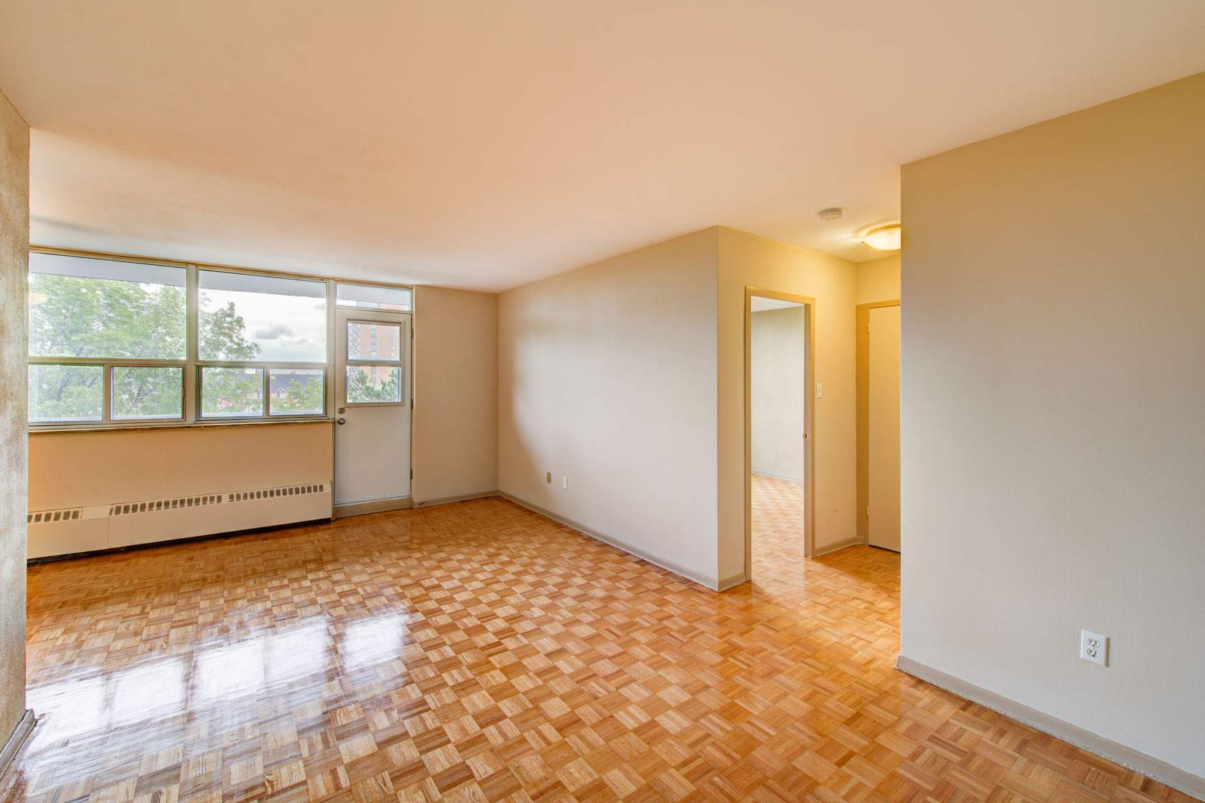 1 bedroom Apartments for rent in Mississauga at Embassy Apartments - Photo 06 - RentersPages – L138718