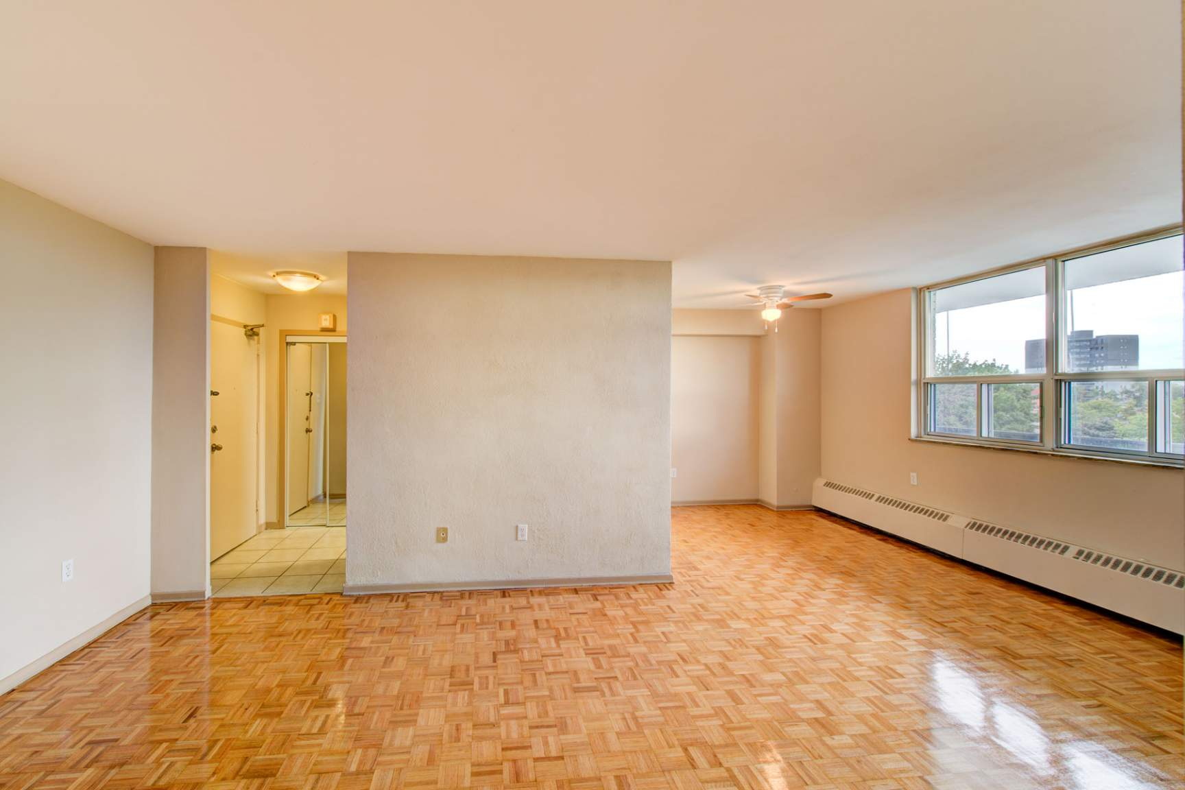 1 bedroom Apartments for rent in Mississauga at Embassy Apartments - Photo 07 - RentersPages – L138718