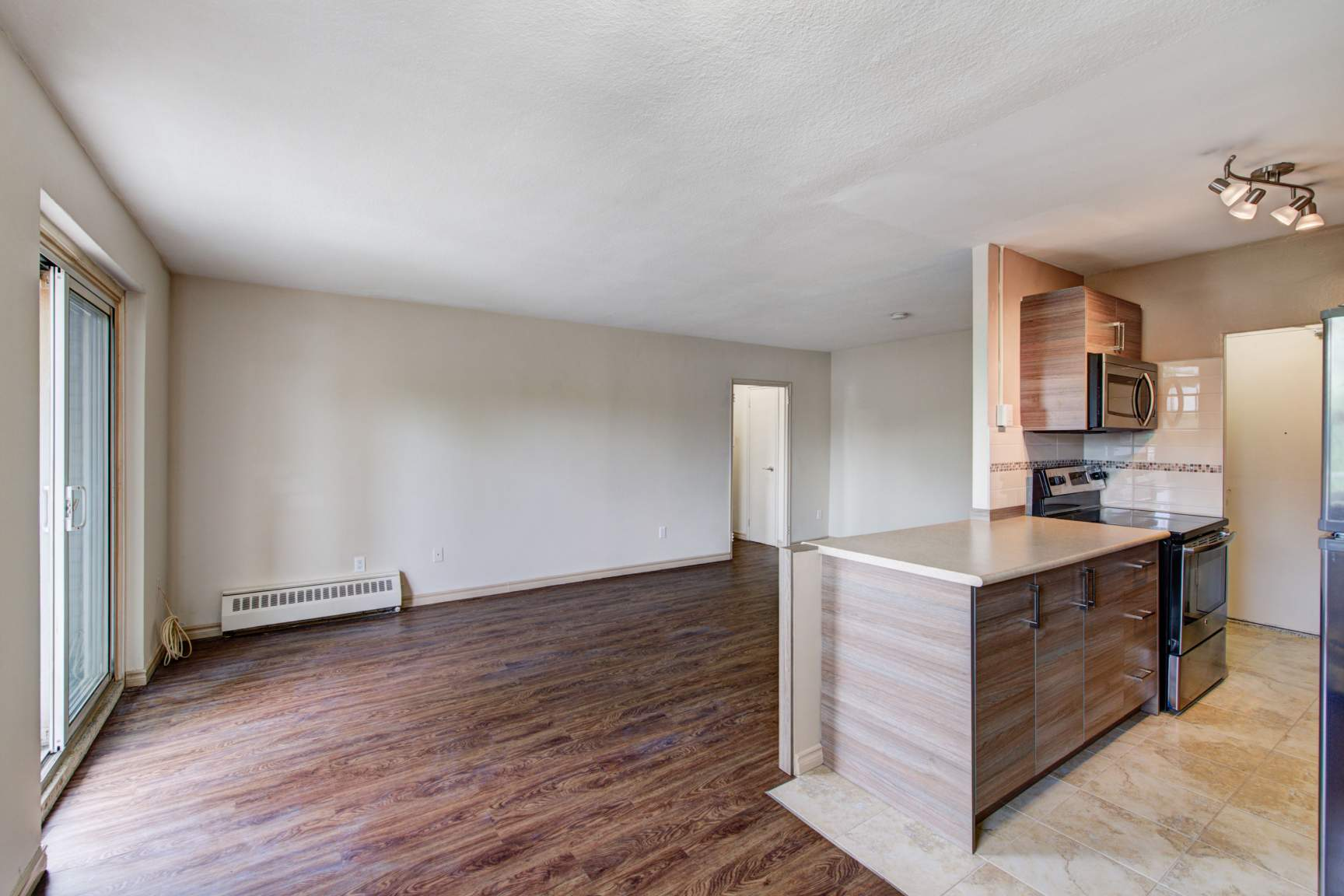 Studio / Bachelor Apartments for rent in Toronto at Lake Promenade Community - Photo 06 - RentersPages – L166815