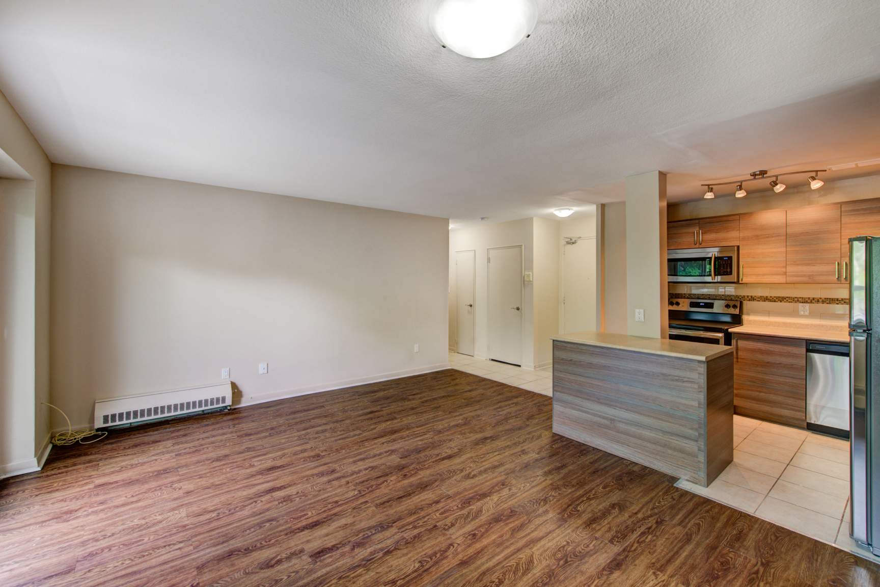 Studio / Bachelor Apartments for rent in Toronto at Lake Promenade Community - Photo 04 - RentersPages – L166815