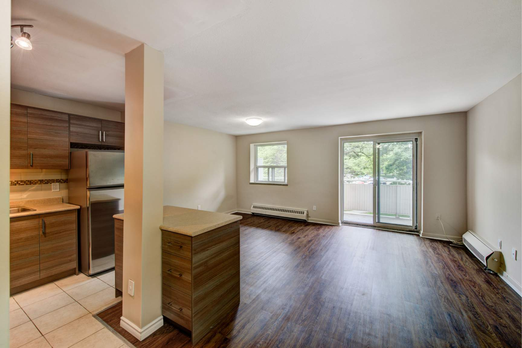 Studio / Bachelor Apartments for rent in Toronto at Lake Promenade Community - Photo 02 - RentersPages – L166815