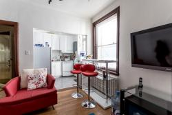 furnished 4 bedroom Apartments for rent in Cote-des-Neiges at 2219-2229 Edouard-Montpetit - Photo 02 - RentersPages – L1881