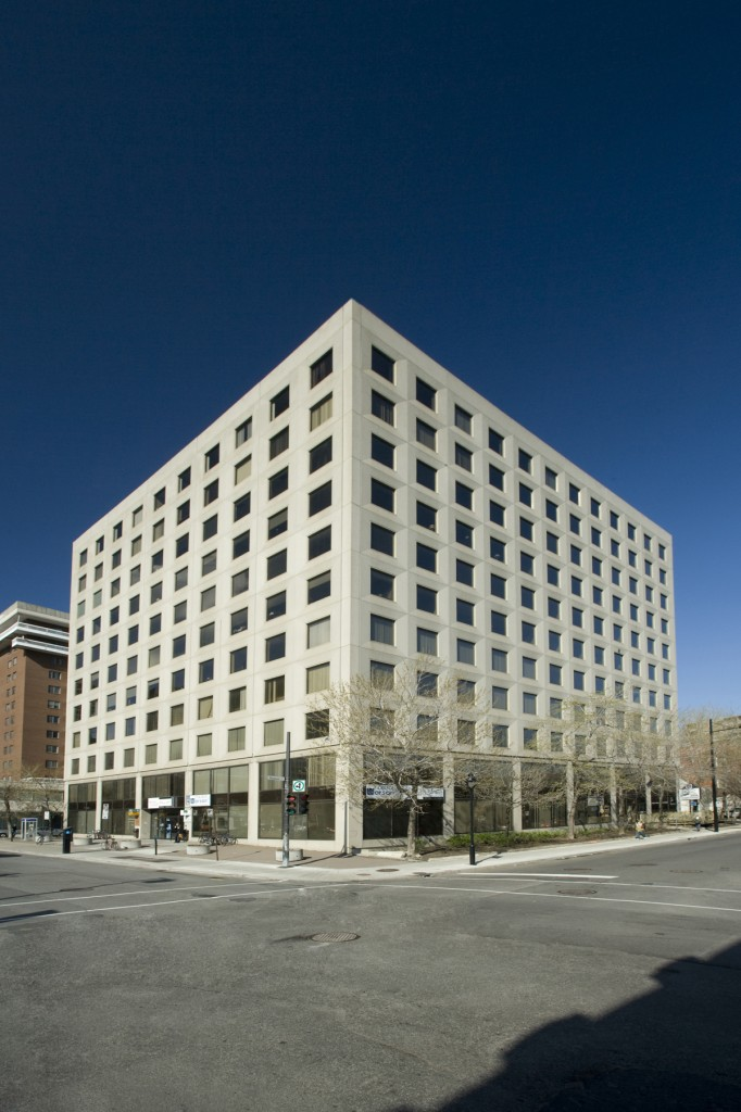 General office for rent in Montreal (Downtown) at 1001 De Maisonneuve East - Photo 01 - RentersPages – L12796