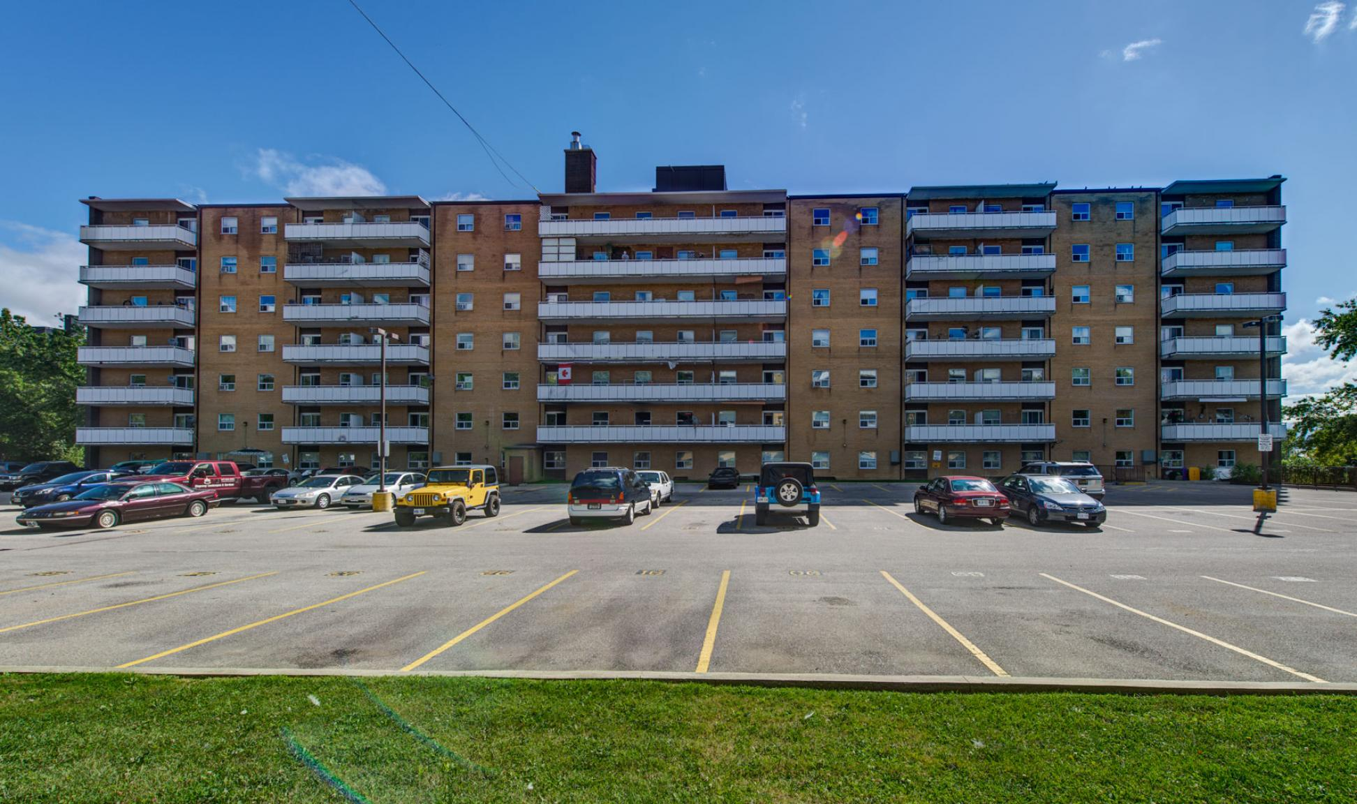 Studio / Bachelor Apartments for rent in Toronto at Lake Promenade Community - Photo 03 - RentersPages – L400279