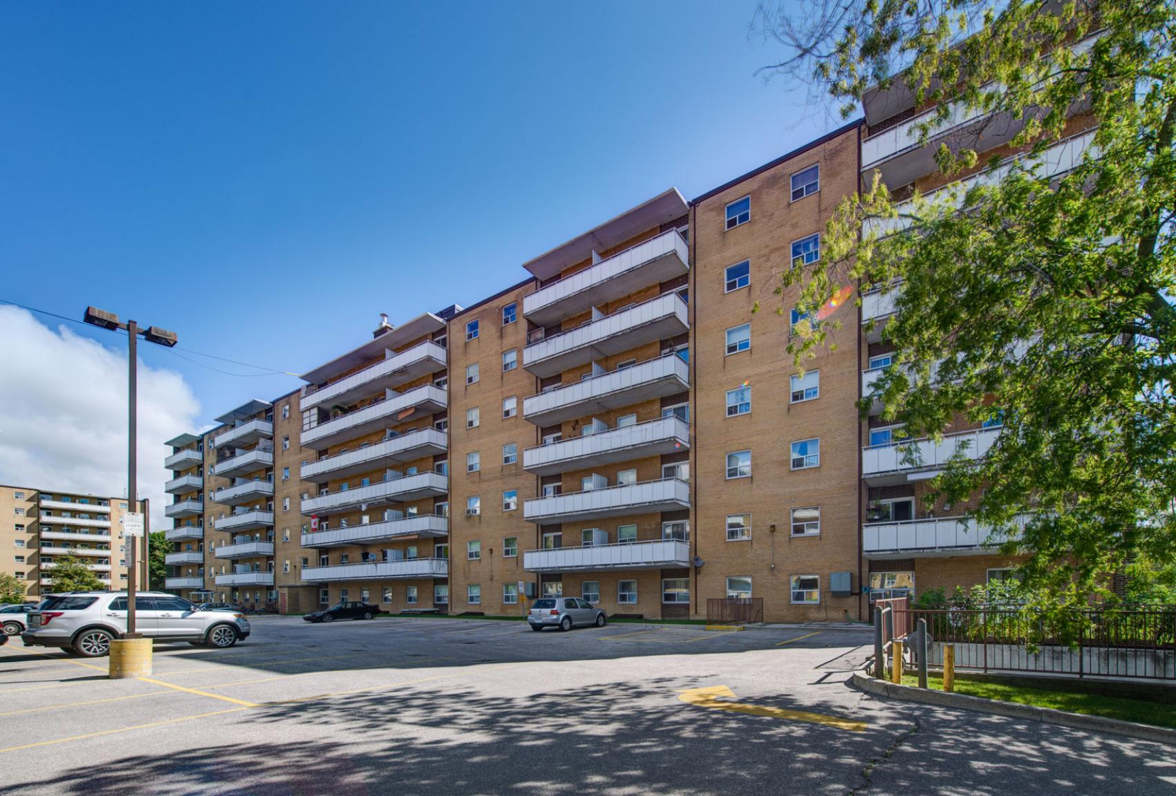 Studio / Bachelor Apartments for rent in Toronto at Lake Promenade Community - Photo 02 - RentersPages – L400279