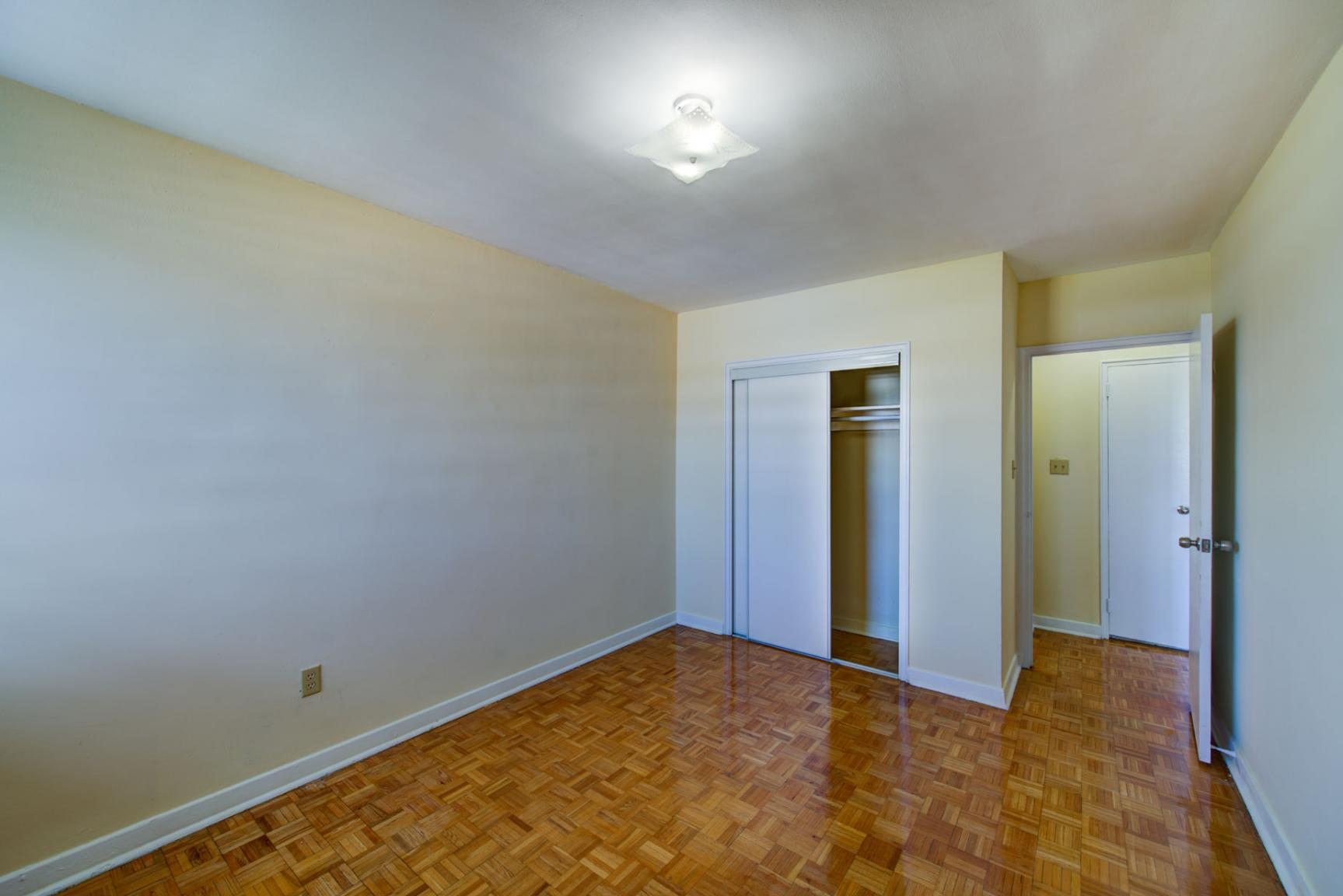 Studio / Bachelor Apartments for rent in Toronto at Lake Promenade Community - Photo 22 - RentersPages – L400279