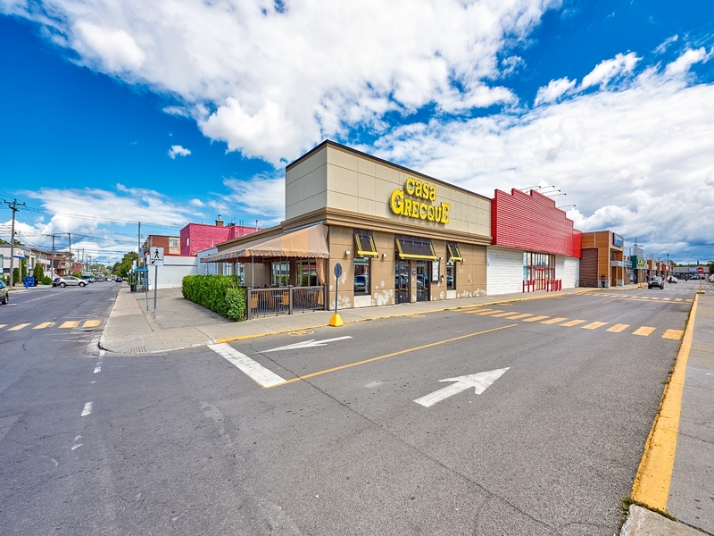 Shopping center for rent in Montreal-North at Forest-Shopping-Center - Photo 02 - RentersPages – L181580