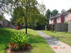 3 bedroom Townhouses for rent in Burlington at Kings Village - Photo 02 - RentersPages – L3831