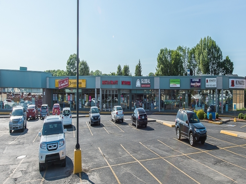 Shopping center for rent in Brossard at Carrefour Pelletier - Photo 04 - RentersPages – L179955