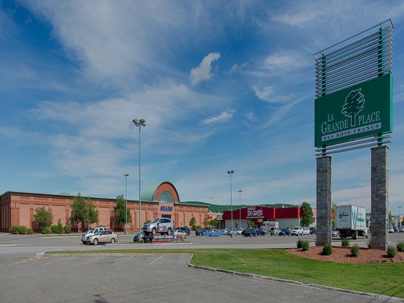Shopping center for rent in Victoriaville at Grande-Place-Des-Bois-Francs - Photo 01 - RentersPages – L180995