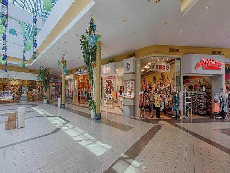 Shopping center for rent in Victoriaville at Grande-Place-Des-Bois-Francs - Photo 06 - RentersPages – L180995