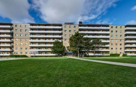 1 bedroom Apartments for rent in Toronto at Lake Promenade Community - Photo 01 - RentersPages – L167085