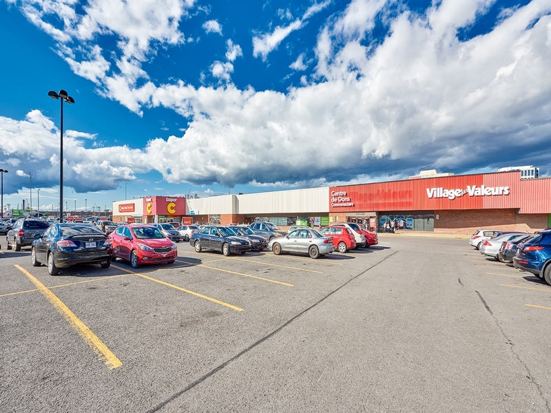 Strip mall for rent in St. Leonard at Carrefour-Carnaval-St-Leonard - Photo 01 - RentersPages – L181055