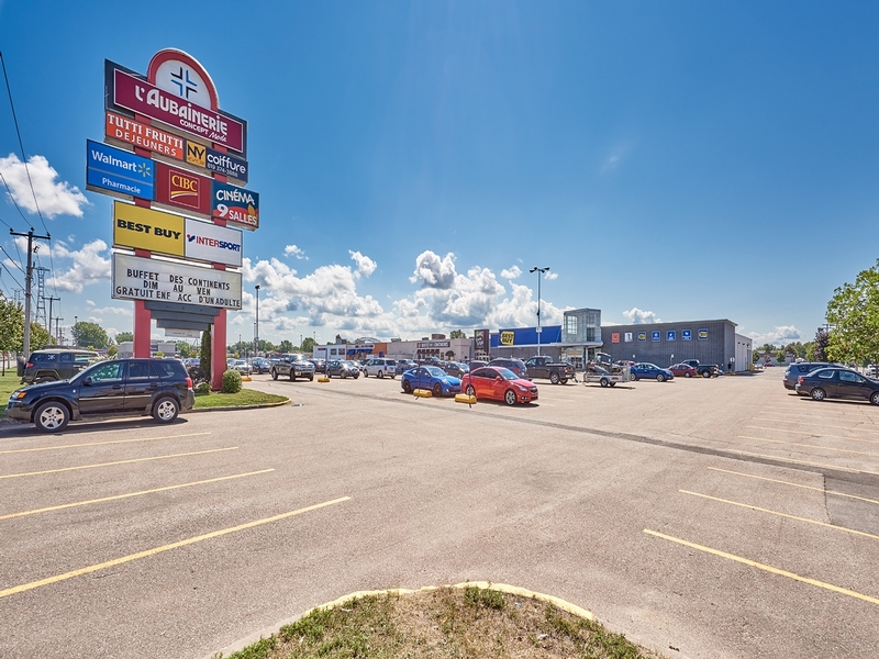Shopping center for rent in Trois-Rivieres at Carrefour-Trois-Rivieres-Ouest - Photo 01 - RentersPages – L179964