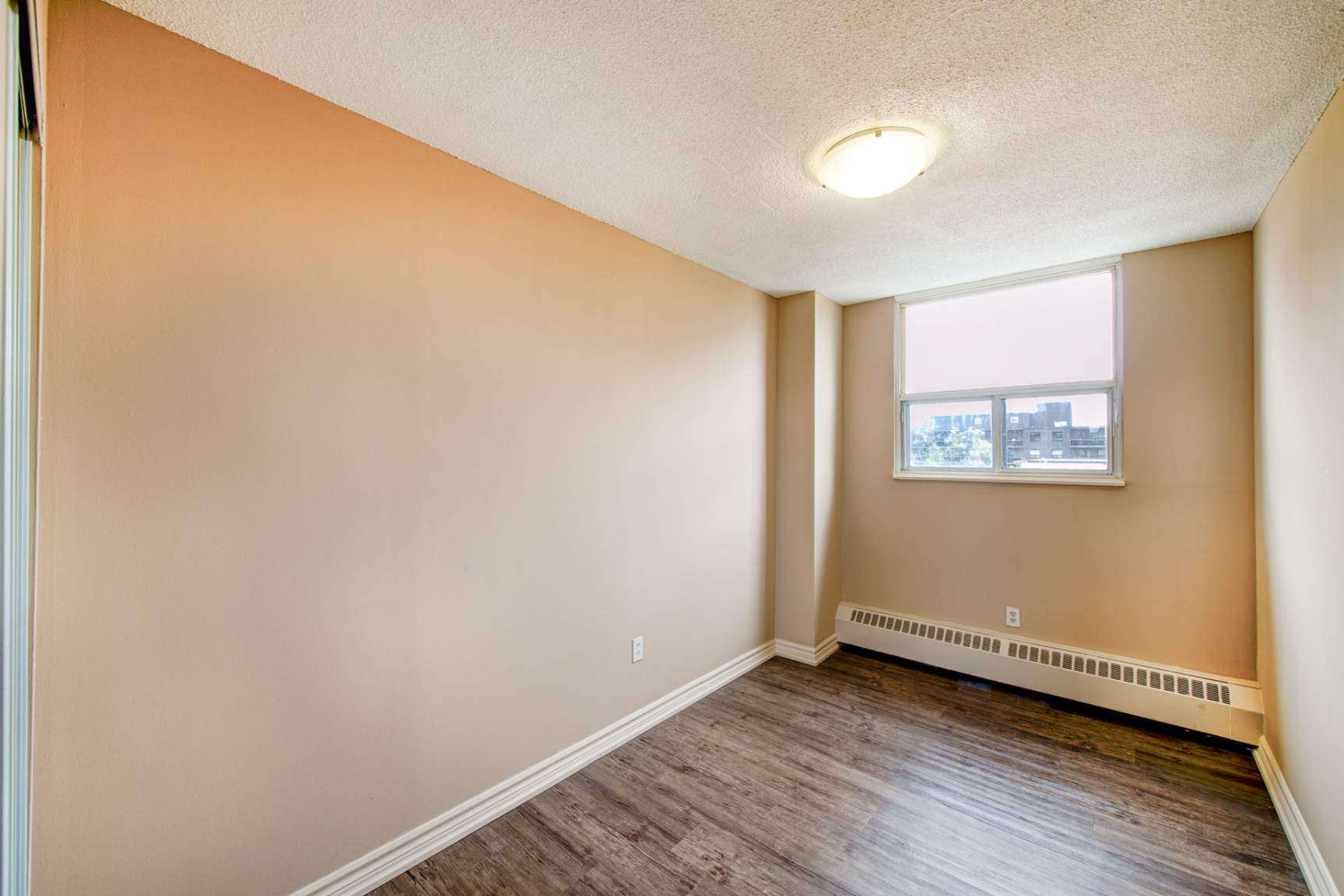 Studio / Bachelor Apartments for rent in Mississauga at Elizabeth Tower - Photo 14 - RentersPages – L401230