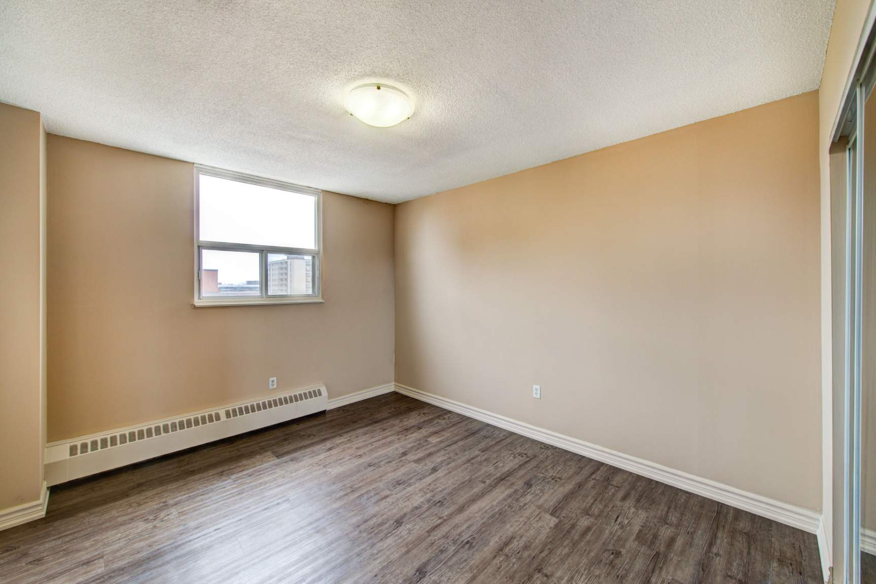 Studio / Bachelor Apartments for rent in Mississauga at Elizabeth Tower - Photo 15 - RentersPages – L401230