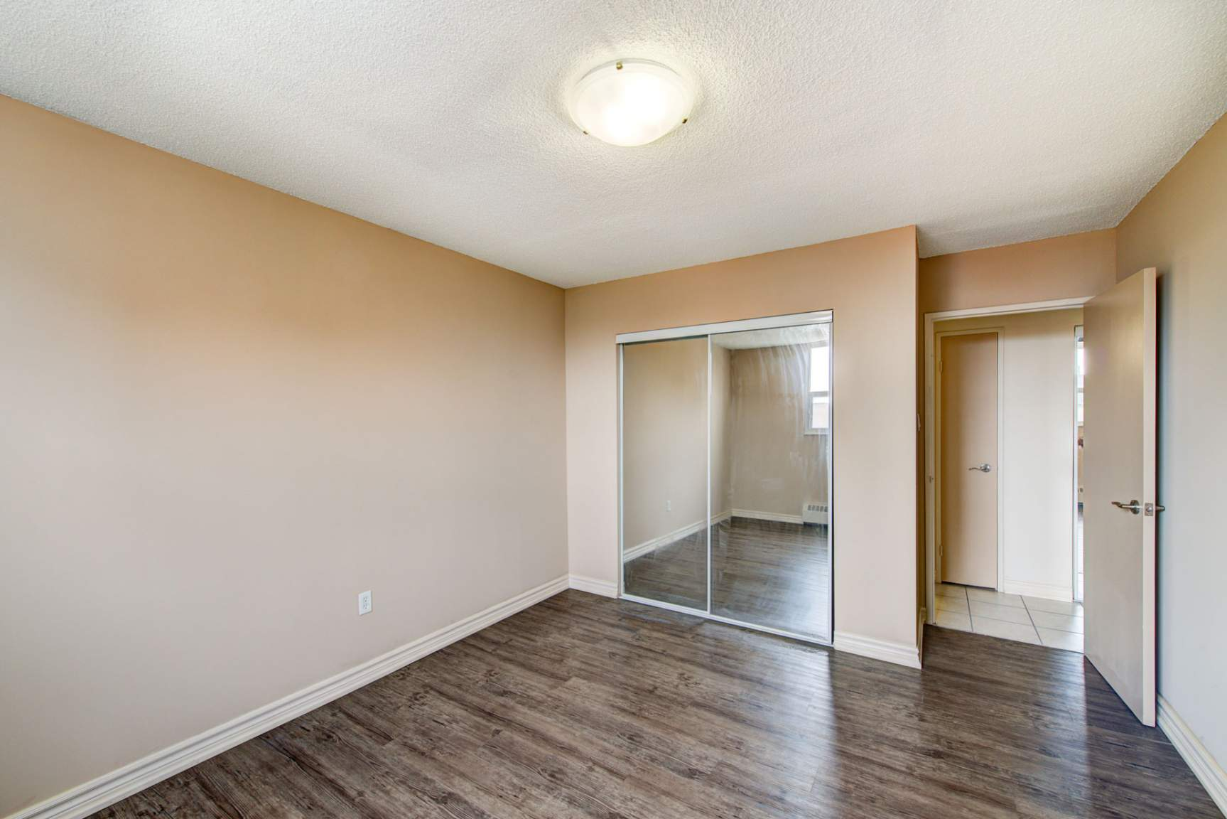 Studio / Bachelor Apartments for rent in Mississauga at Elizabeth Tower - Photo 16 - RentersPages – L401230
