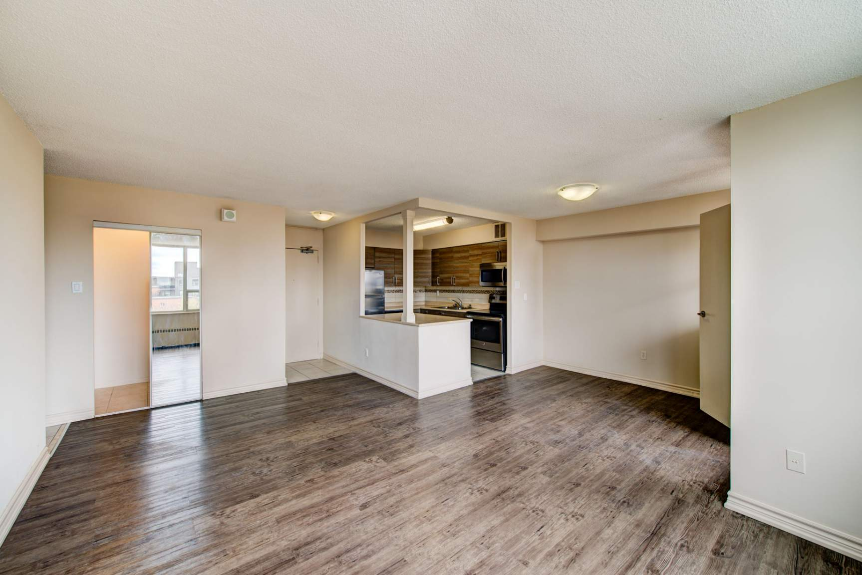 Studio / Bachelor Apartments for rent in Mississauga at Elizabeth Tower - Photo 11 - RentersPages – L401230