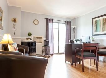 Studio / Bachelor Independent living retirement homes for rent in Magog at Residence Memphremagog - Photo 04 - RentersPages – L19096