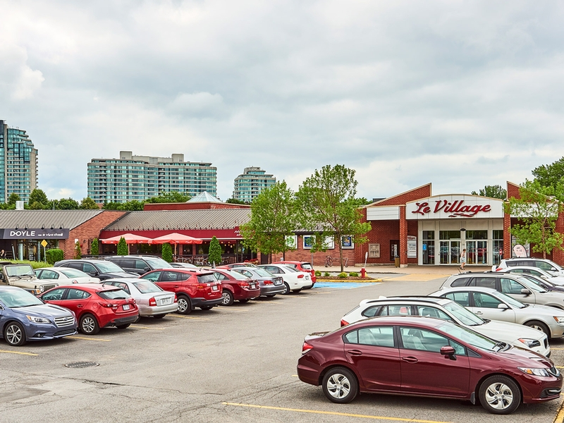 Shopping center for rent in Nuns' Island at Le-Village-Shopping-Centre - Photo 09 - RentersPages – L181765